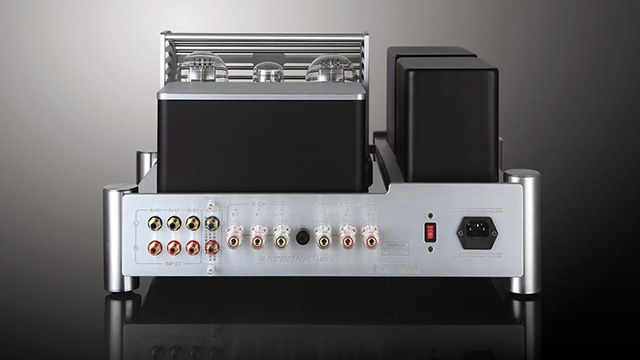 What are the precautions for using the tube amplifier?